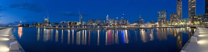 Melbourne_Docklands_-_Yarras_Edge_-_marina_panorama