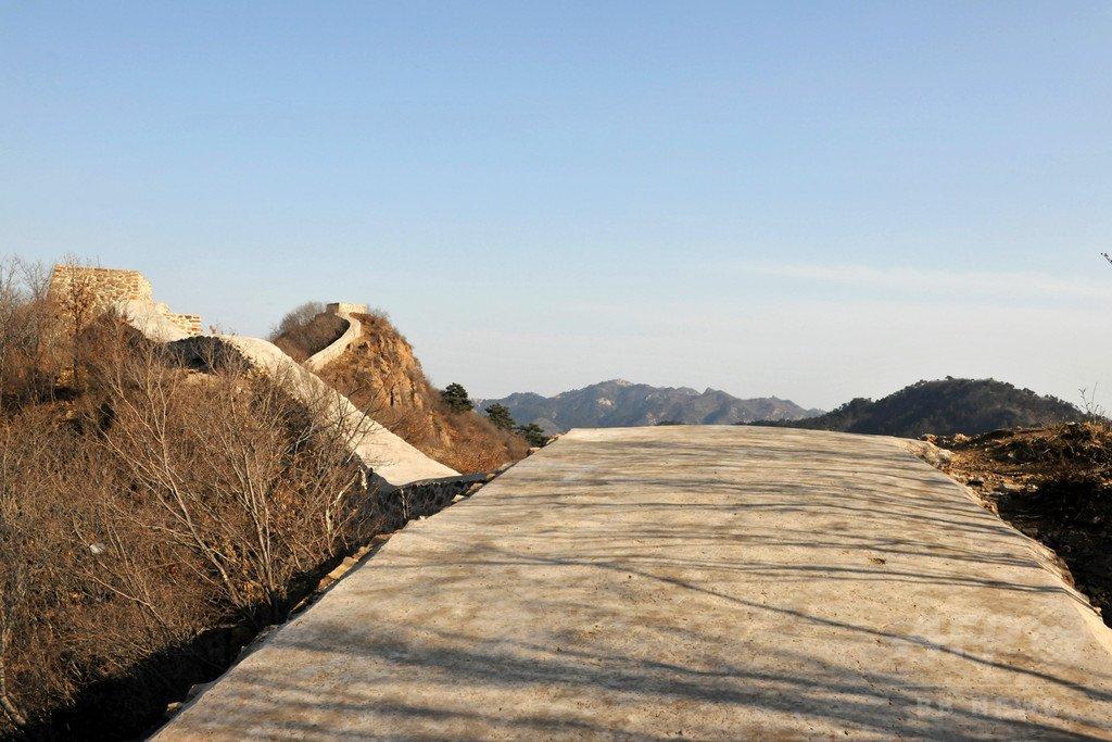 【珍事】万里の長城が中国当局の修復によってコンクリートで真っ平らに。世界中で報道される   netgeek