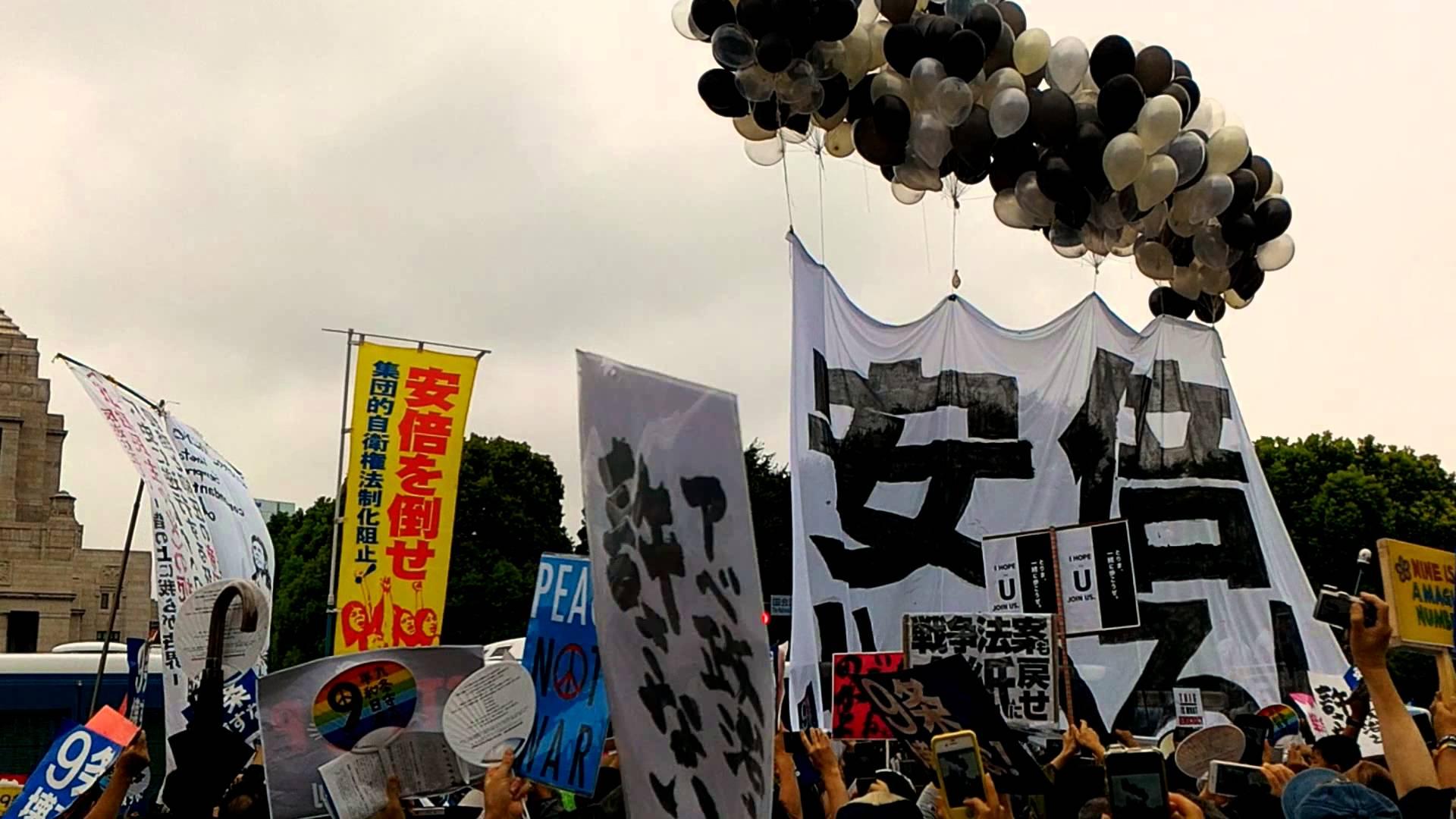 【こんな人たち】安倍やめろの巨大横断幕、「しばき隊」(代表・有田芳生)が2015年につくったものと一致。集団の正体が明らかに★2 [無断転載禁止]©2ch.netYouTube動画>5本 ->画像>76枚